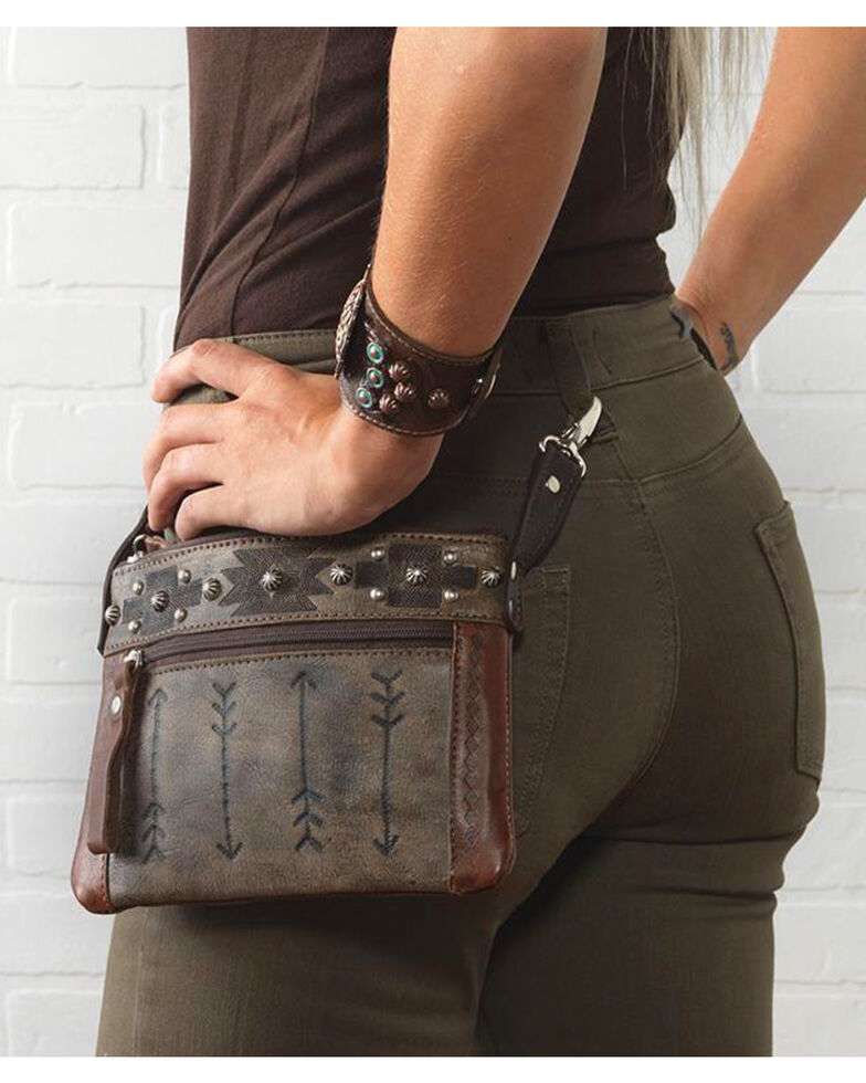 American West Women's Brown Aztec Arrow Trail Rider Crossbody Bag , Distressed Brown, hi-res