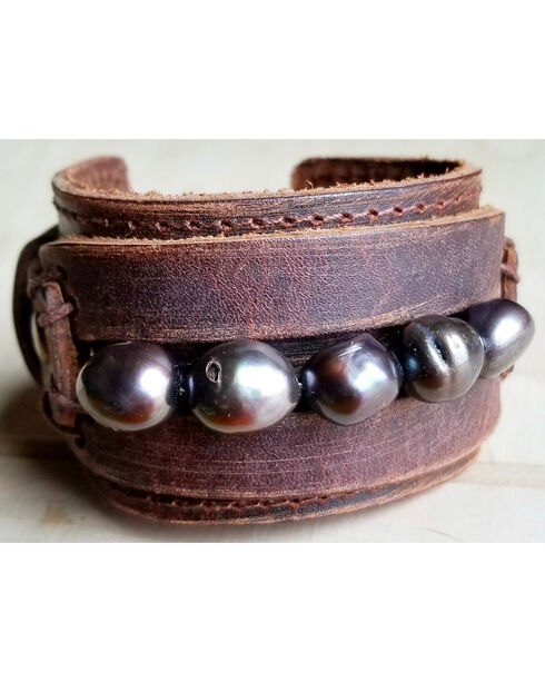 Jewelry Junkie Men'a Gray Freshwater Pearl Leather Wide Cuff, Grey, hi-res